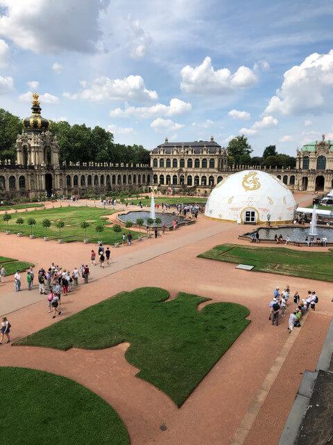 Zwinger - barokní stavba se zahradou