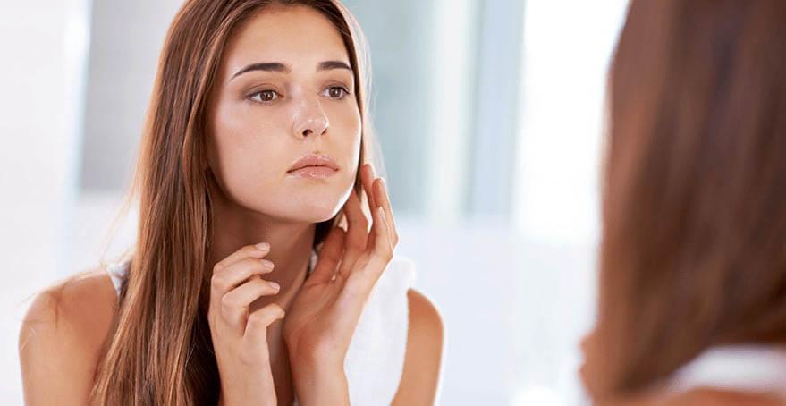 ošeření suché a vrásčité pokožky ricinovým olejem