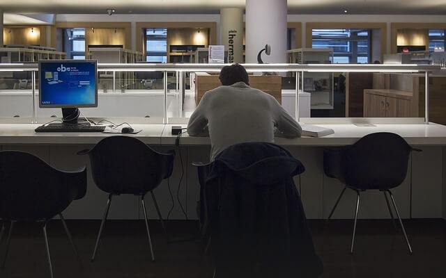Práce dlouho do noci