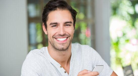 Usmívající se muž