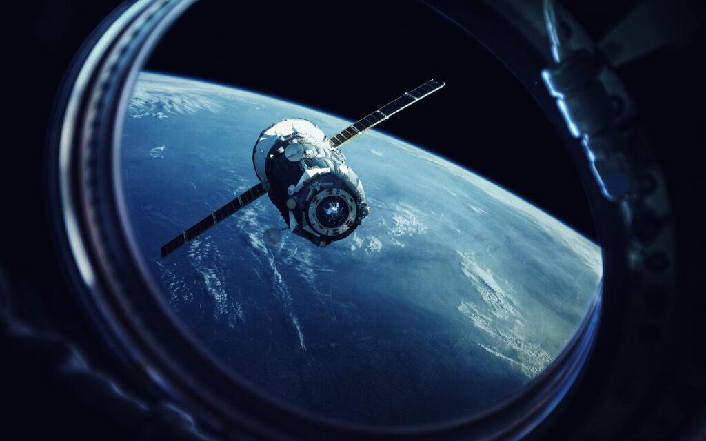 Pohled na satelitní modul z vesmírné lodi